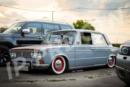 LowFit retro car